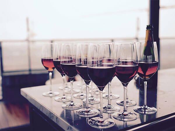 Diferencia entre sumiller, enólogo y catador de vinos
